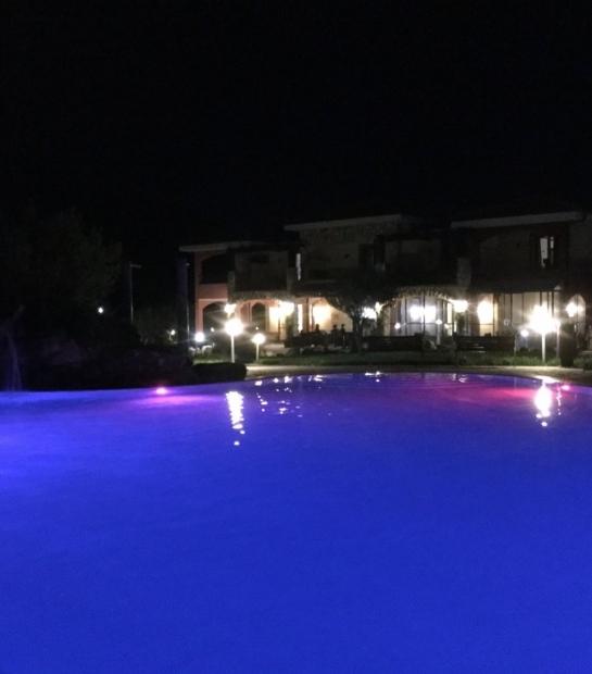 struttura_1_prospettiva_piscina_viola_notte.jpg